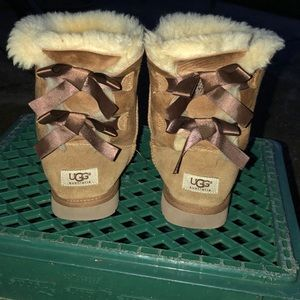 Uggs chestnut bailey bows